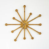 Horloge de mur en bois de créateur Photos stock