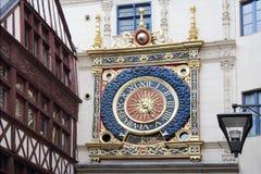 Horloge de vieil or dans Ruan Photo stock