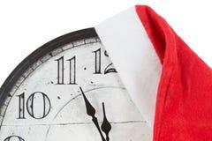 Horloge de vintage avec le chapeau de Santa de Noël Images libres de droits