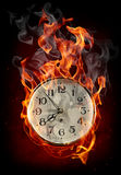 Horloge en incendie illustration de vecteur