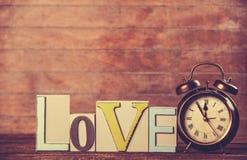 Horloge et amour de mot Photographie stock
