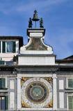 Horloge et cloche astronomiques Photo stock