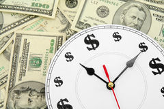 Horloge et dollars Photographie stock