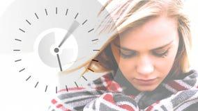 Horloge et femme courantes clips vidéos