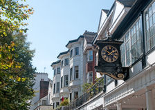 Horloge et les bâtiments Image libre de droits