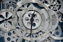 Horloge et trains Photographie stock libre de droits