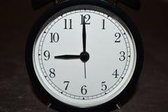 Horloge indiquant différentes périodes images stock
