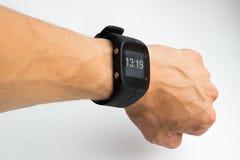 Horloge intelligente en main Fond blanc Photo stock