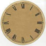 Horloge jaunie et de papier de vintage de cadran avec les chiffres romains et sans flèches restauré Sur un fond blanc Image stock