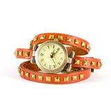 Horloge met oranje riem op witte achtergrond Stock Fotografie