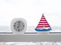 Horloge moderne à 7h du matin Photos stock