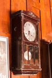 Horloge murale antique de pendule Photo stock