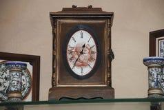Horloge murale antique de pendule Images libres de droits