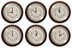 Horloge murale d'isolement sur le fond blanc Photographie stock