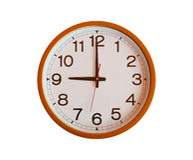 Horloge murale orange d'isolement dans neuf heures Image stock