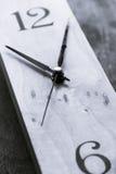 Horloge noire et blanche Image stock