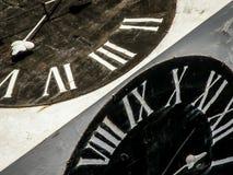Horloge noire et blanche de tour de forteresse de Petrovaradin Image libre de droits