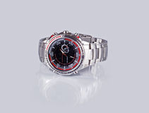 Horloge op een grijze achtergrond met bezinning Royalty-vrije Stock Afbeelding