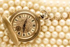Horloge op witte parel Royalty-vrije Stock Foto