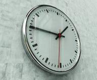Horloge réaliste de bureau Photographie stock libre de droits