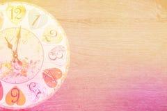 Horloge romantique en bois de style d'amour Photo libre de droits