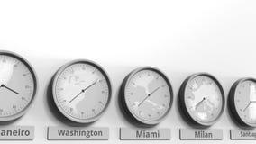 Horloge ronde temps montrant Miami, Etats-Unis dans des fuseaux horaires du monde Animation 3D conceptuelle banque de vidéos