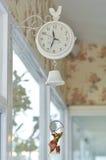 Horloge s'arrêtante blanche mignonne Image stock