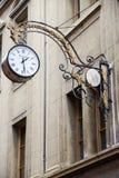 Horloge sur le mur Photo stock