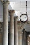 Horloge sur le plafond Images stock