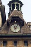 Horloge sur le toit Photos libres de droits