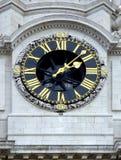 Horloge sur une église Photos stock