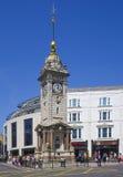 Horloge-tour BRITANNIQUE d'été de Brighton East Sussex England photographie stock libre de droits