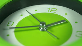 Horloge verte courante d'image Photo stock
