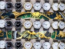 Horlogemakerss workshop met delen van klokken Royalty-vrije Stock Foto's