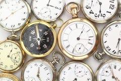Horloges de poche et un compas Photo stock