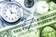 Horloges et argent comptant photos stock