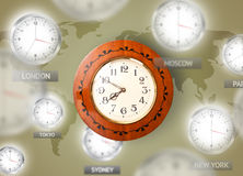 Horloges et fuseaux horaires au-dessus du concept du monde Images stock
