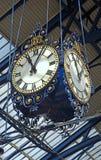 Horloges historiques en Brighton Railway Station, R-U image libre de droits