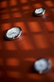 Horloges sur la table Photos libres de droits