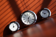 Horloges sur la table Photographie stock libre de droits