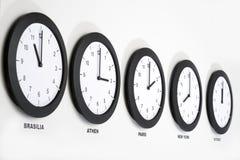 Horloges sur le mur, symbole pour le GMT Photo stock