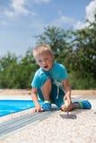 Hormigón coloreado alrededor de la piscina imágenes de archivo libres de regalías