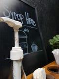 Hormiga en el syrop gless Fotos de archivo