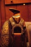 Horn auf einem Western-Sattel mit fantastischer lederner Werkzeugausstattung Stockfoto