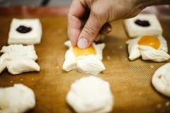 Hornada de la mantequilla en la cacerola Foto de archivo