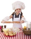 Hornada de la niña del ute del ¡de Ð en cocina y el rodillo de las demostraciones imagenes de archivo