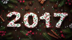 Hornada del Año Nuevo los pasteles dulces ponen letras a 2017 Fotografía de archivo