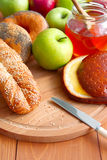 Hornada, manzanas y miel. imagen de archivo