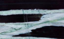 Hornfels矿物石纹理样式宏指令视图 罕见的标本宝石绿色白色黑色上色背景 图库摄影