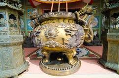 Hornilla de incienso con el templo en el fondo Imagen de archivo libre de regalías